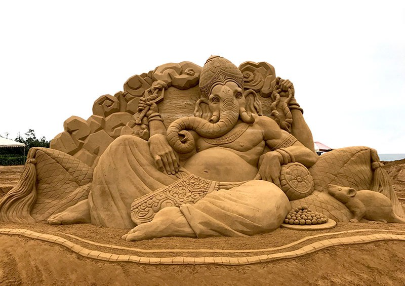 sand sculptures by toshihiko hosaka 15 Toshihiko Hosaka Creates Incredible Things Out of Sand