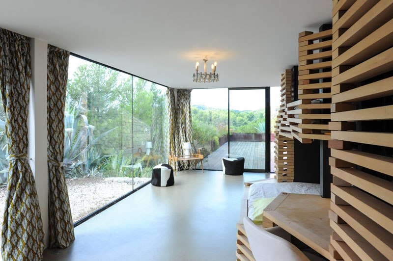 villa on the rocks france with aquarium pool 17 This Airbnb in the South of France Comes with a 91 Foot Aquarium Pool