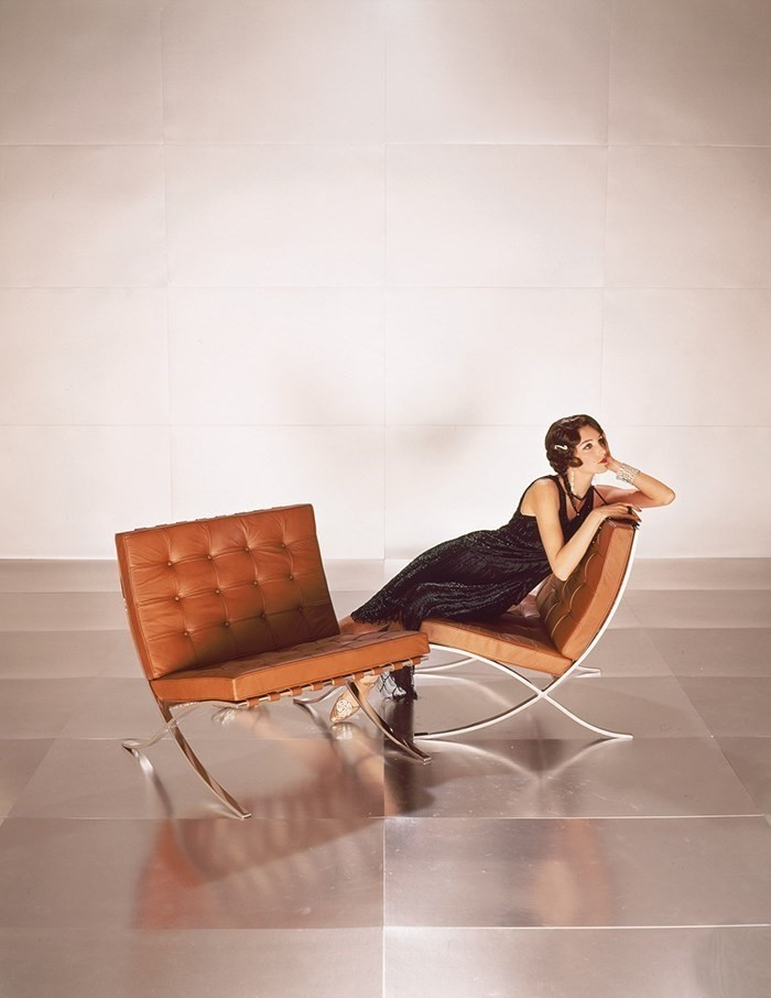 Barcelona chair advertisement from the Knoll Archi