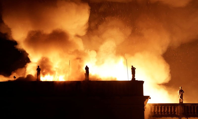 brazil museum rio on fire burns 3 Brazil Suffers Incalculable Cultural Loss as 200 Year Old Museum Burns