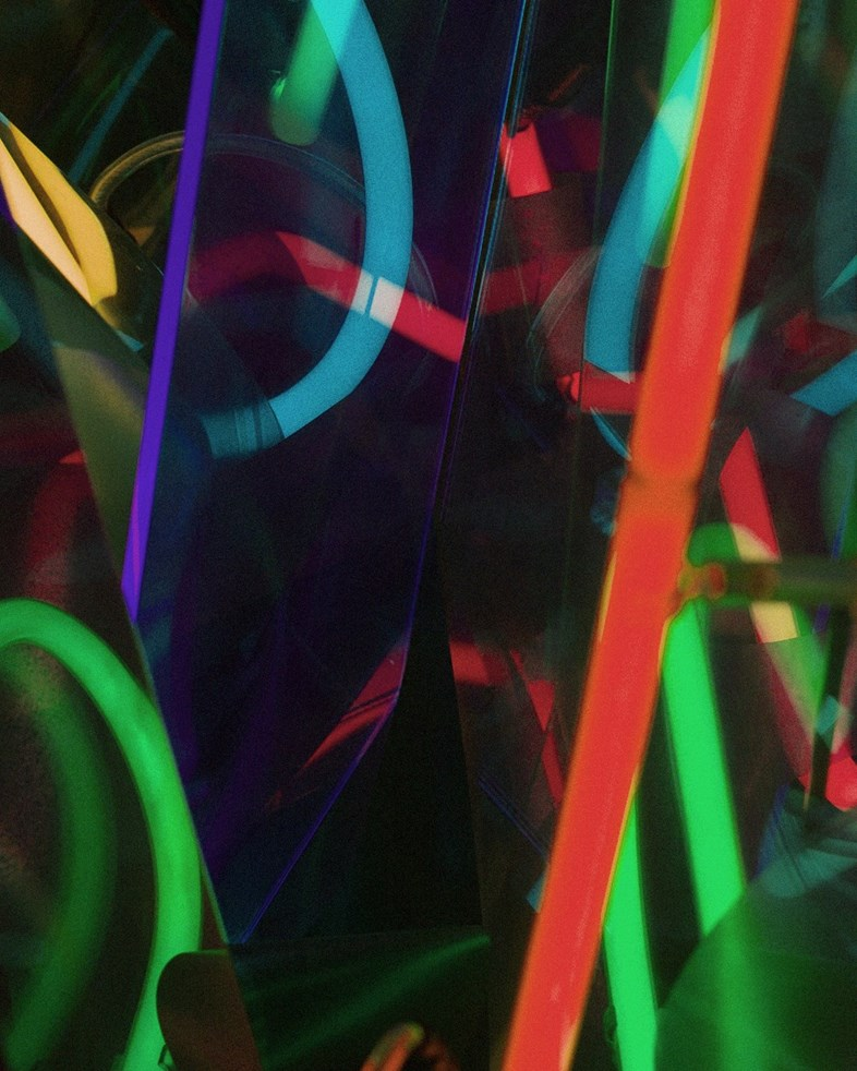 ANOTHER_CIC_HTL_NEON_001