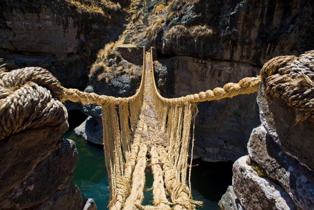 003  A National Geographic Tour of Interesting Bridges Around the World (8 Photos)