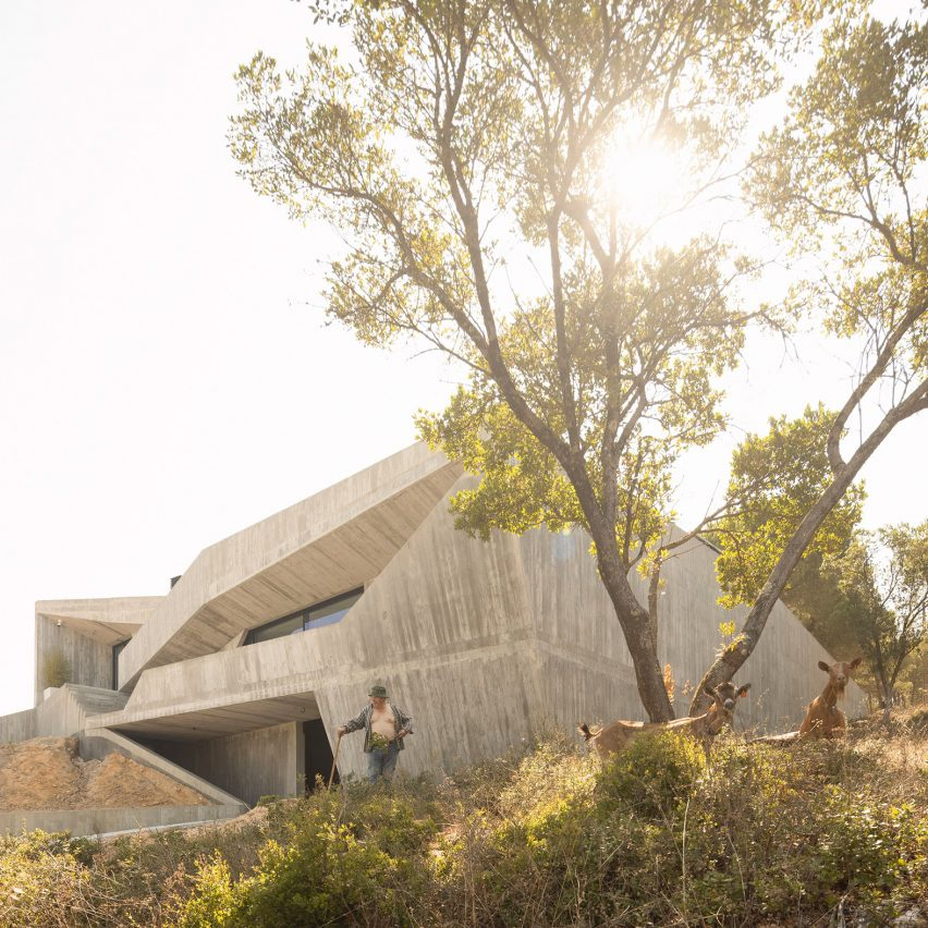 "Contaminar Arquitectos designs Casa Povo to be an ""inhabited and humanised cave"""