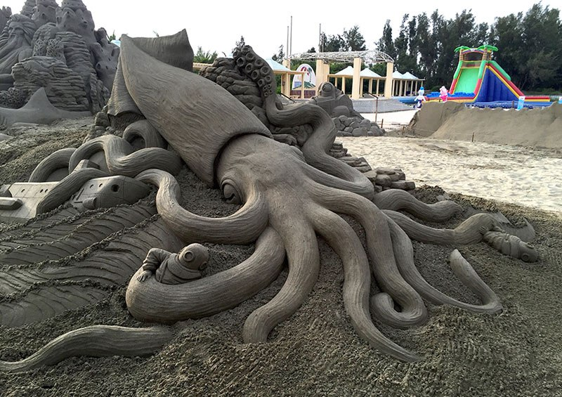 sand sculptures by toshihiko hosaka 8 Toshihiko Hosaka Creates Incredible Things Out of Sand