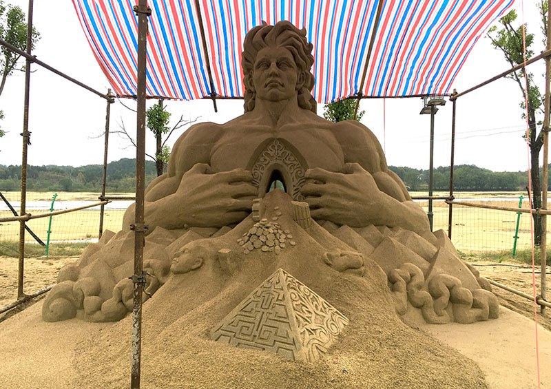 sand sculptures by toshihiko hosaka 13 Toshihiko Hosaka Creates Incredible Things Out of Sand