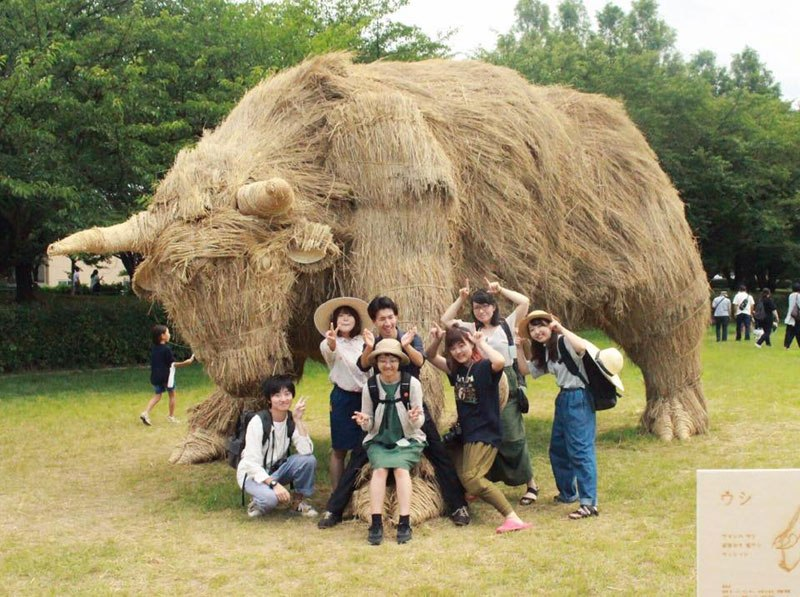 giant straw animals japan wara art festival 2017 2 Every Year Japanese Art Students Get Together and Make Giant Animals Out of Straw