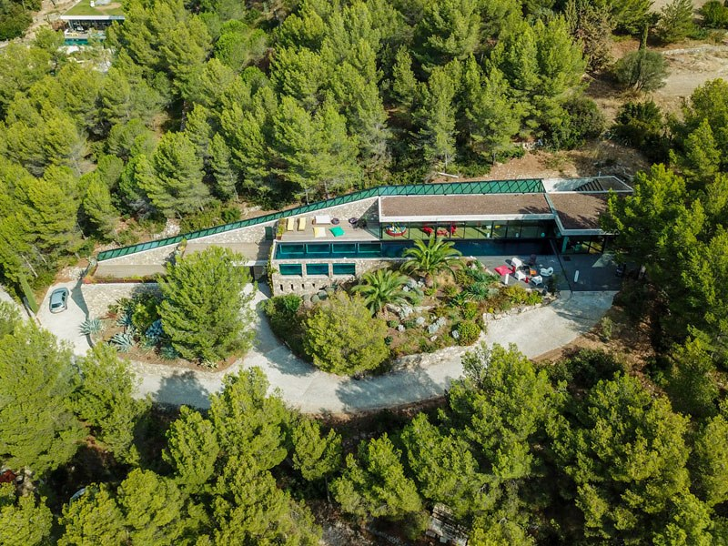 villa on the rocks france with aquarium pool 6 This Airbnb in the South of France Comes with a 91 Foot Aquarium Pool