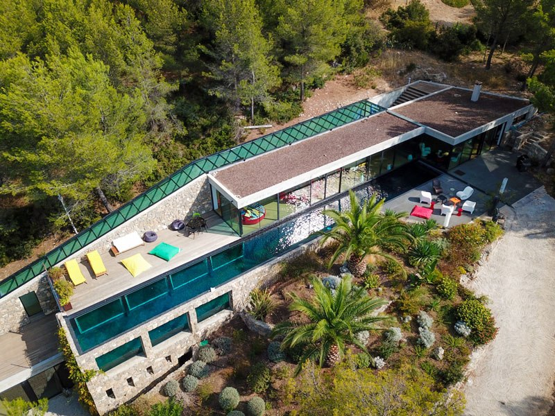 villa on the rocks france with aquarium pool 7 This Airbnb in the South of France Comes with a 91 Foot Aquarium Pool