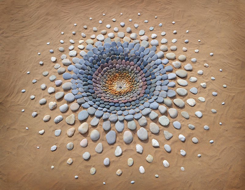 beach stone land art by jon foreman 14 Combing the Beach for Stones and Reorganizing Them Into Something Beautiful